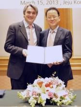 Professor Stefano Brandani, University of Edinburgh (left) and Dr Sang-Do Park, Director of KCRC, (right)